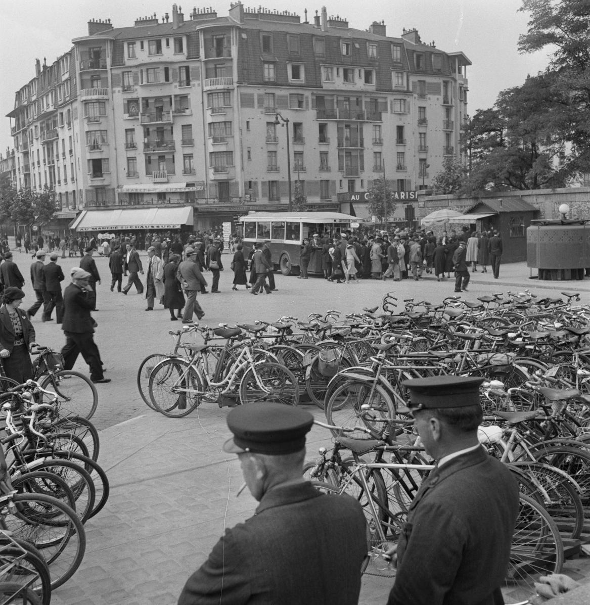 36. Стоянка велосипедов. Порт-де-Клиньянкур