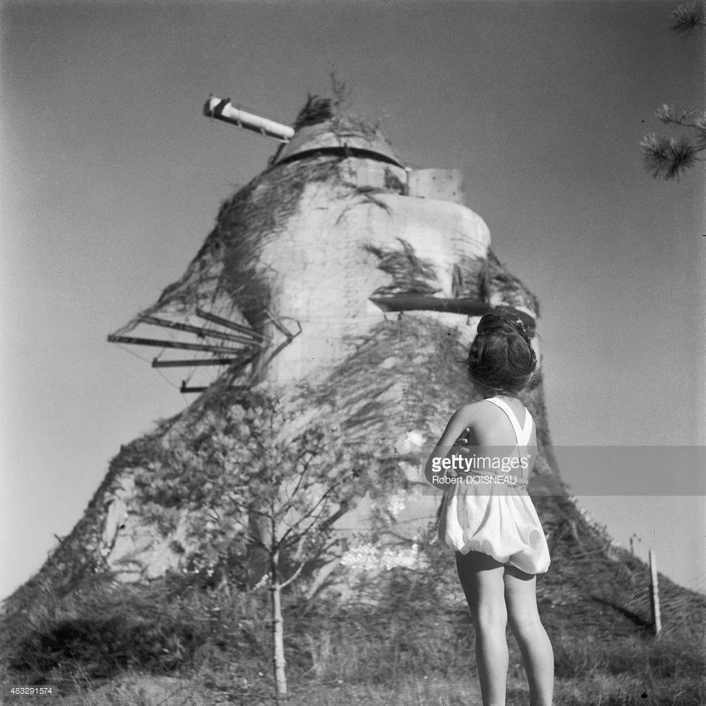 1946. Маленькая девочка в Иль-де-Ре летом