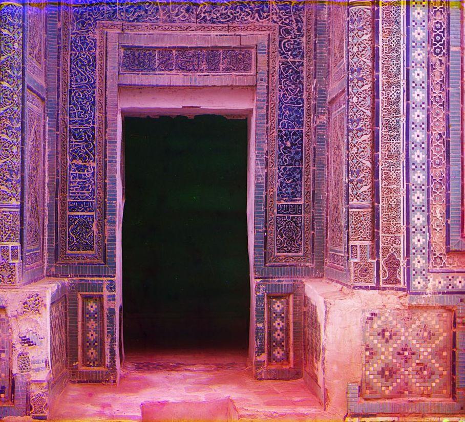 Шах-Зинде. Вход в мавзолей Шади-Мульк-Ака (Туркан-Ака)