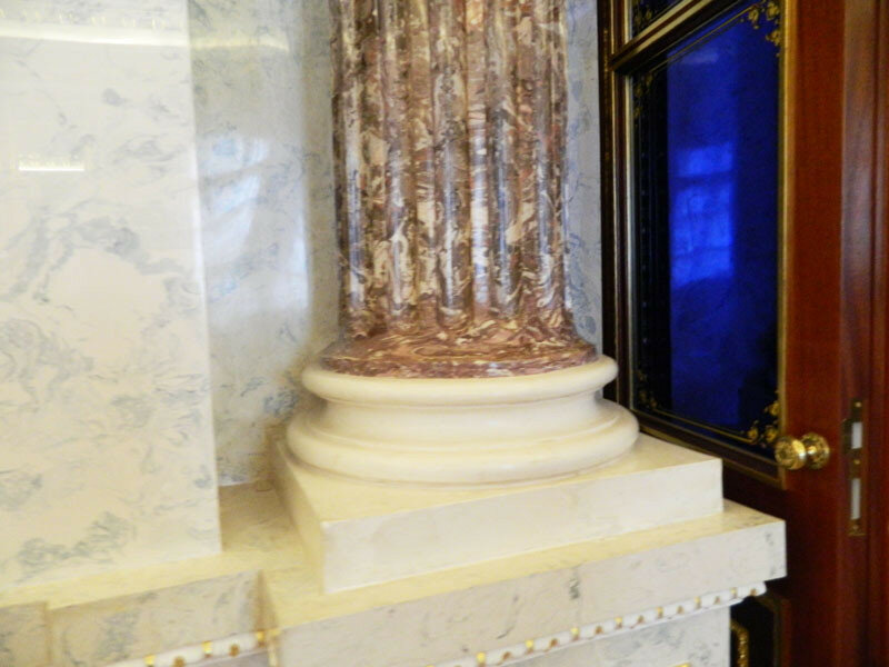 База колонны в Мраморной галерее
