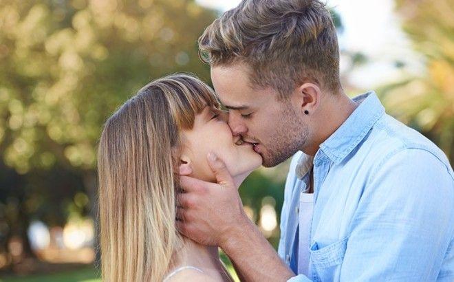 4 шикарных поцелуя, которые стоит освоить (1 фото)