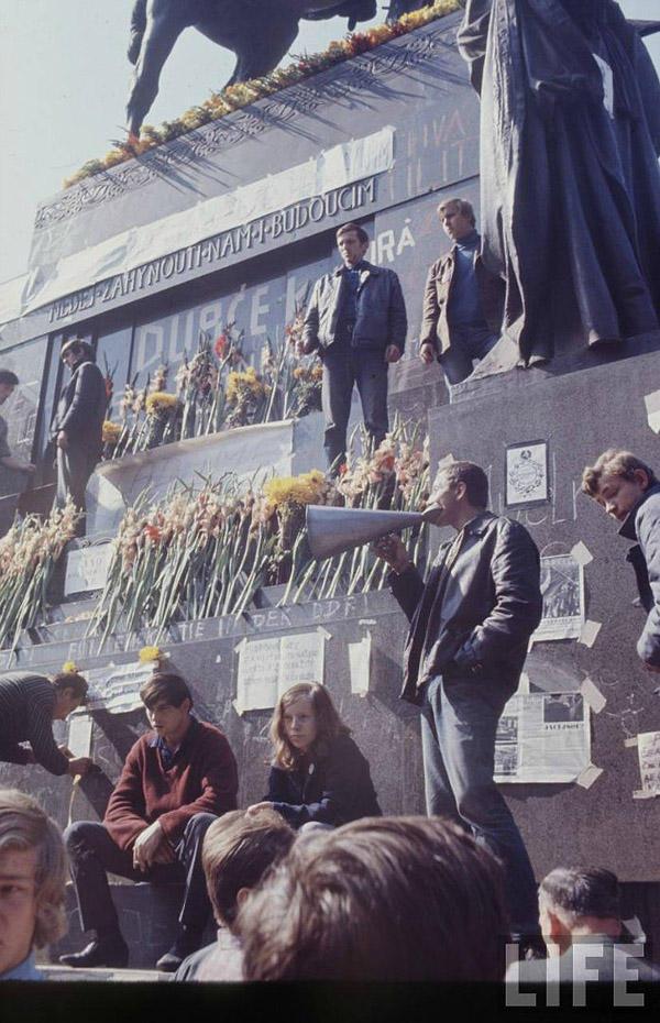 11. В 1968 году свою деятельность в ЧССР активизировал Ватикан. Его руководство рекомендовало направ