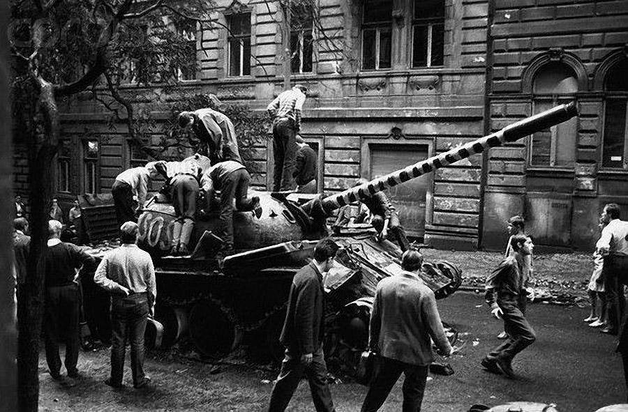 25. Ввод союзных войск показал силам чешской оппозиции и их иностранным вдохновителям, что надежды н