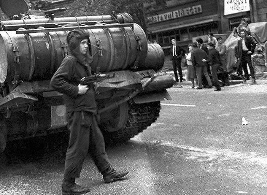 33. Советские солдаты не были оккупантами и не вели себя как захватчики. Как ни пафосно это звучит,