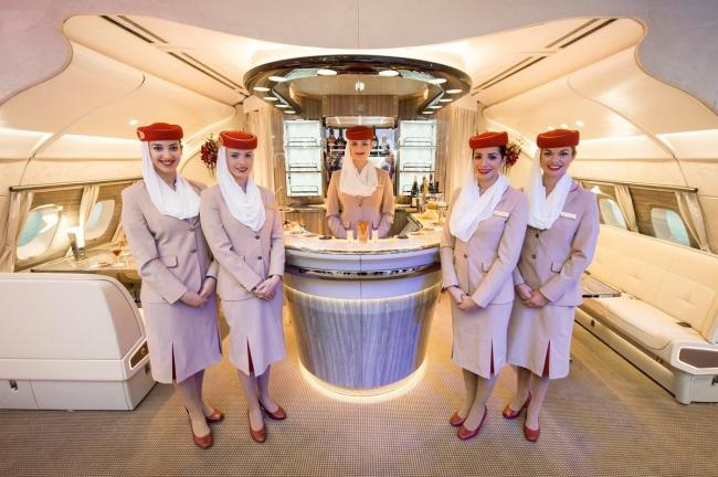 11авиакомпаний, чьи стюардессы носят самую запоминающуюся форму (10 фото)