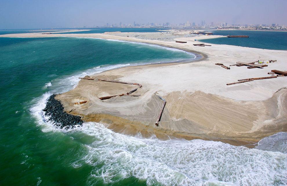 На создание «ствола», 41 ветки и защитного полумесяца уйдет миллиард кубических метров камней и песк