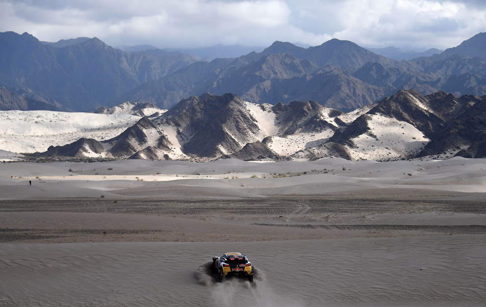 20. Команда Тойоты на 12 этапе ралли в Аргентине. (Фото Franck Fife):