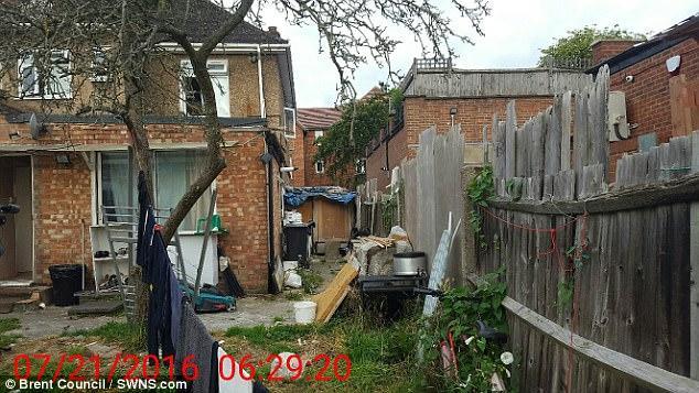 Незаконная аренда жилья в трущобах Лондона (6 фото)