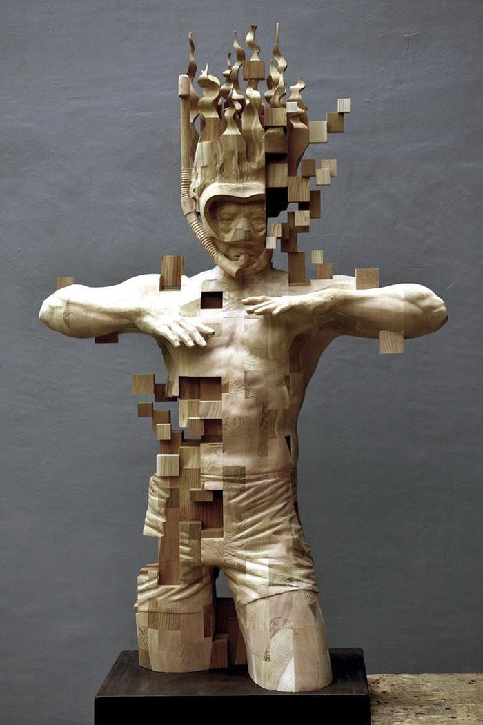 Эти пиксельные скульптуры, которые выглядят как компьютерный глюк, на самом деле сделаны из дерева (11 фото)