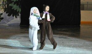 Новогодние  приключения игрушек- театрализованное предсталение (сказка )на льду