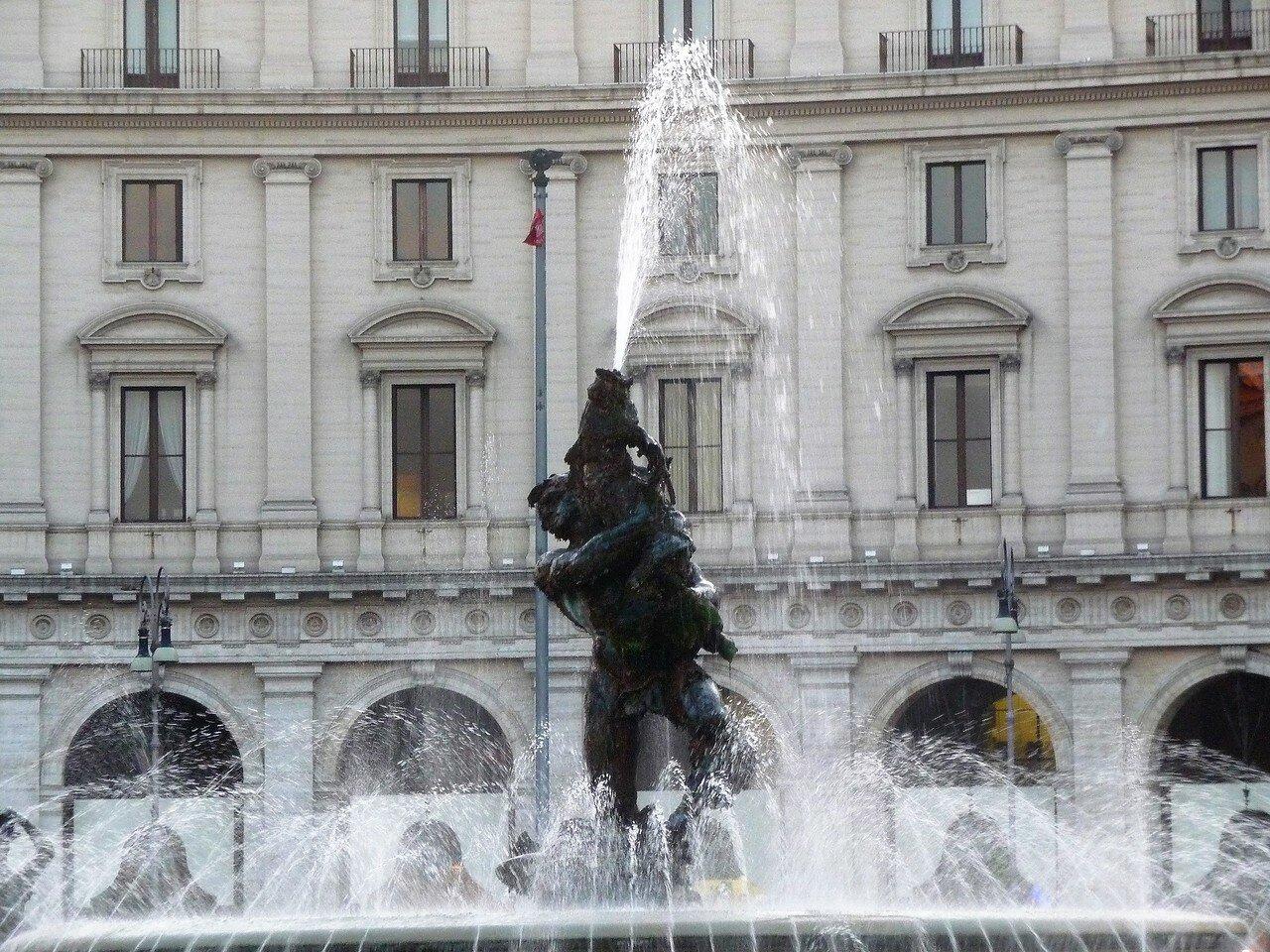 Fontana delle Naiadi (3).jpg