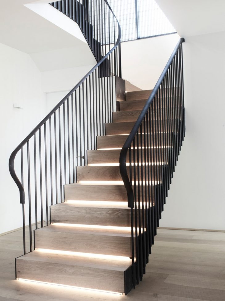 Stairs should also invite you to ascend and descend. A softly curved handrail, good daylight – provi