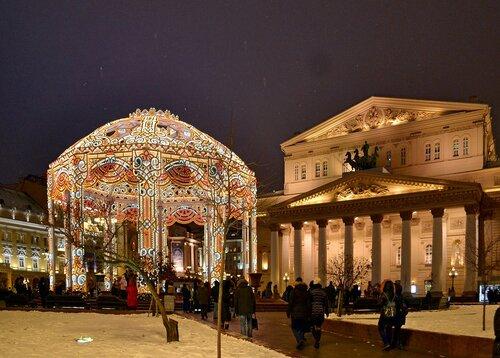 Новогодний шатер у Большого театра