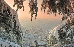 Зимний вид  с горы в Сан-Марино