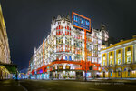 Новогоднее украшение фасада здания ЦУМА
