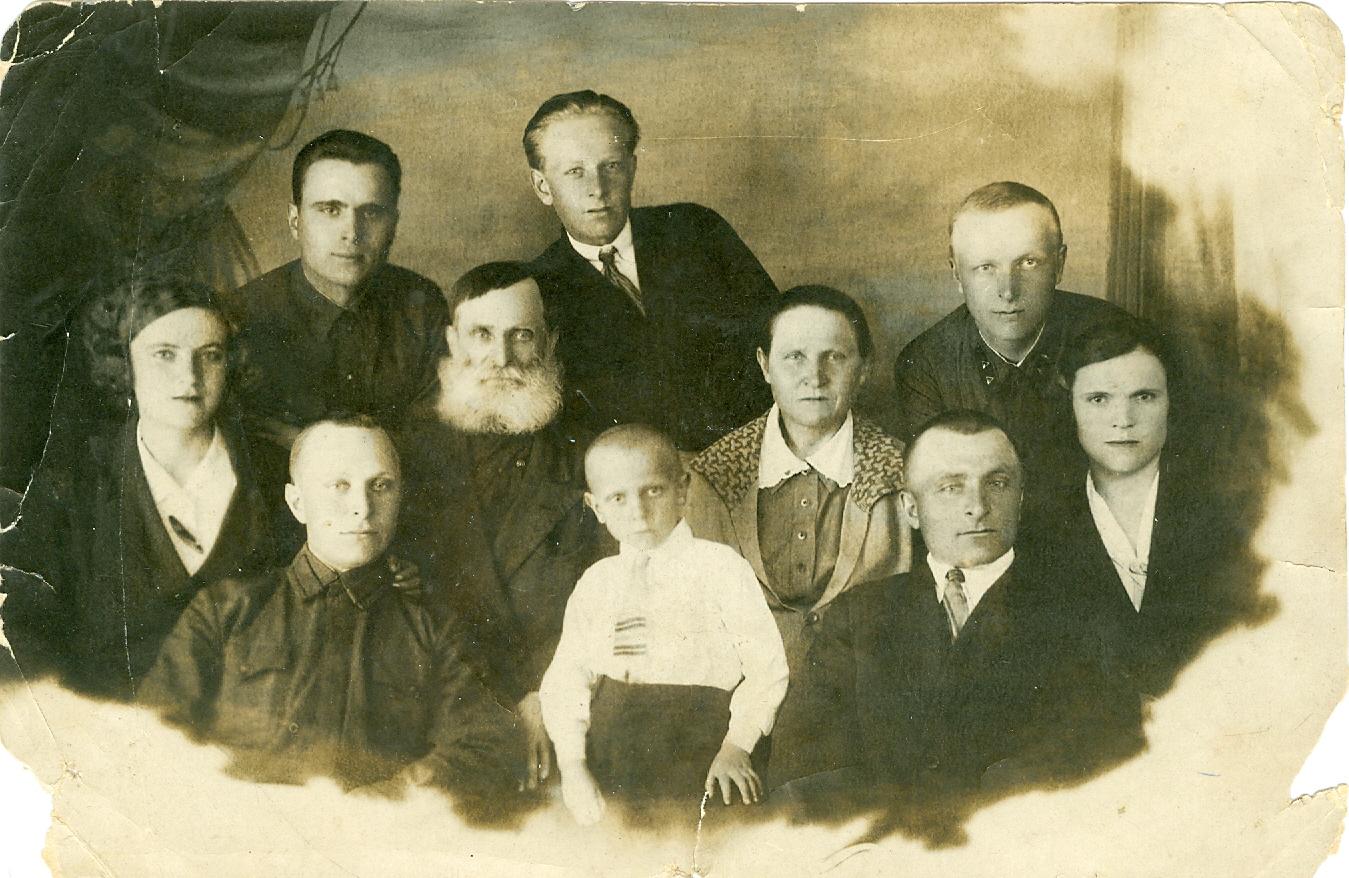 Карагодин С.И. с семьёй. 1937