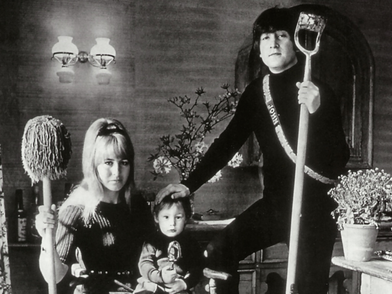 1966. Джон, Синтия и Джулиан