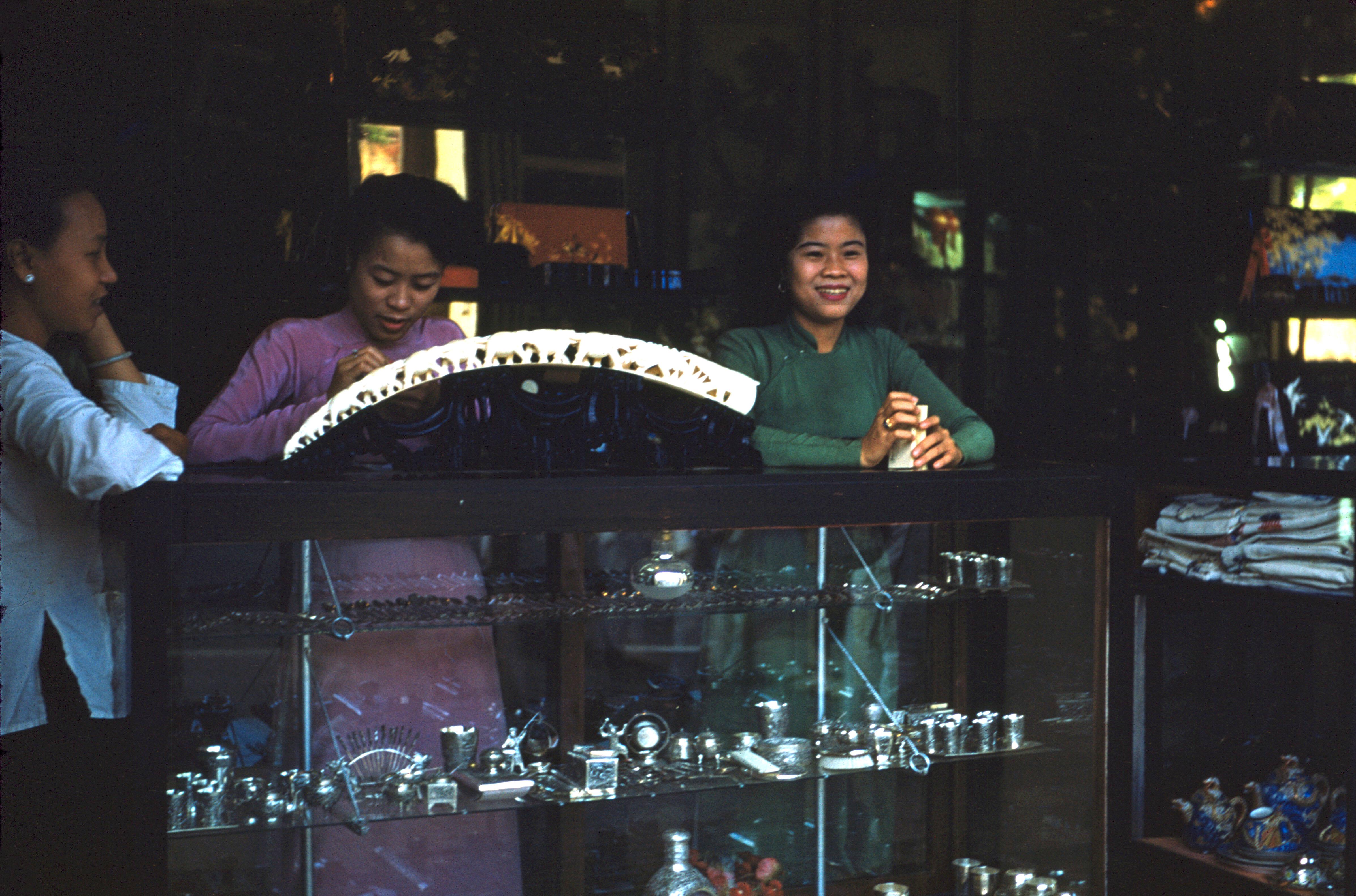Сувенирный магазин на Катина-стрит