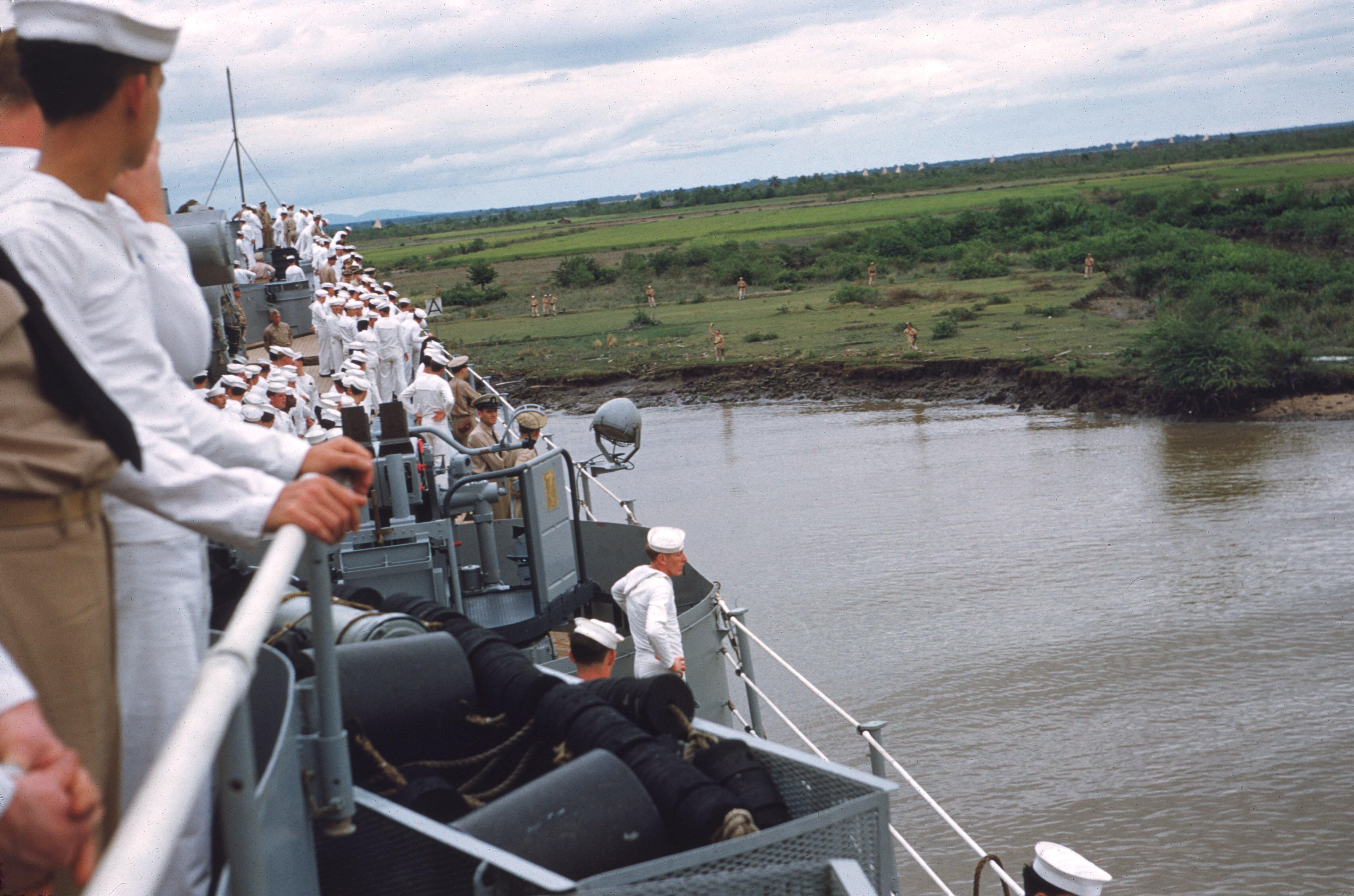 Река Сайгон. Корабль Рочестер