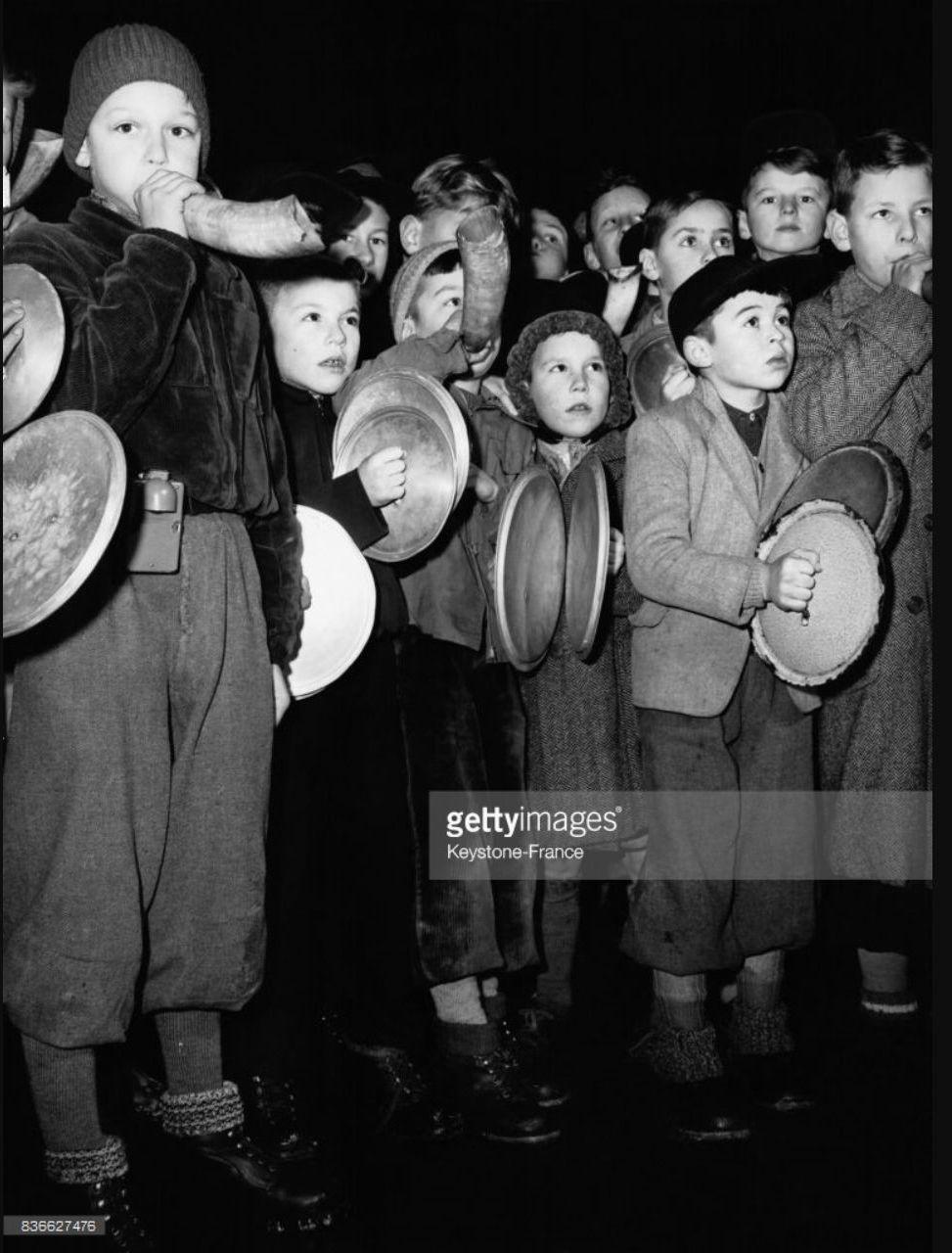 1953. Празднование Нового года швейцарскими школьниками в Цюрихе
