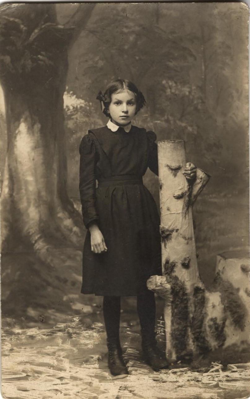 Гимназистка Решетникова Евгения. 1914