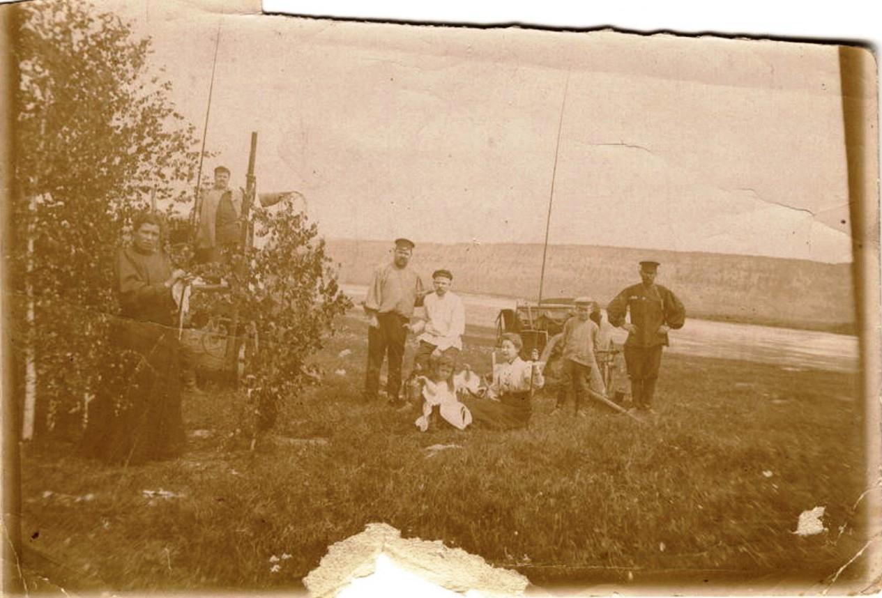 Семья иркутских купцов Белоголовых на рыбалке