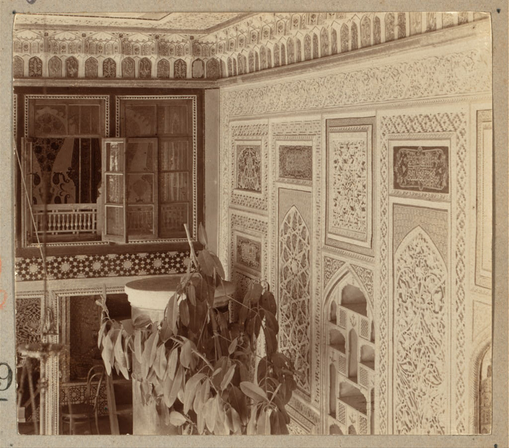 Внутри загородного дворца Эмира Бухарского