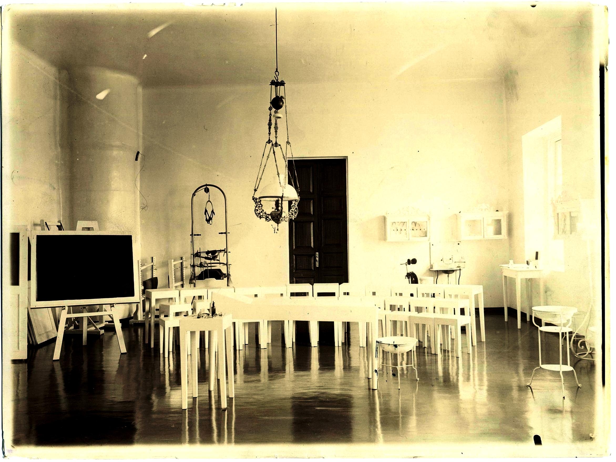 Аудитория медицинских лабораторий на верхнем этаже 1896