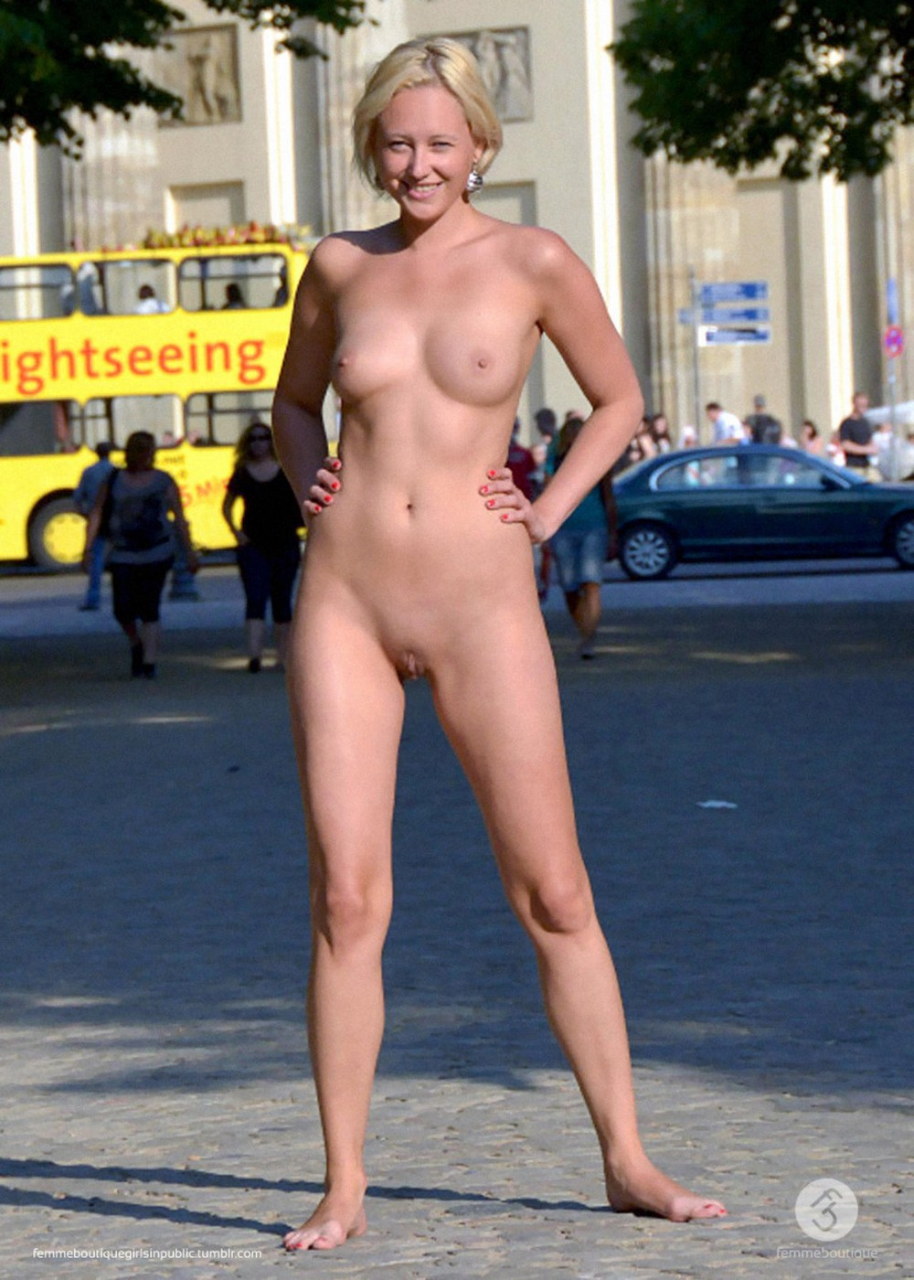 Обнаженные девушки в общественных местах (18+)