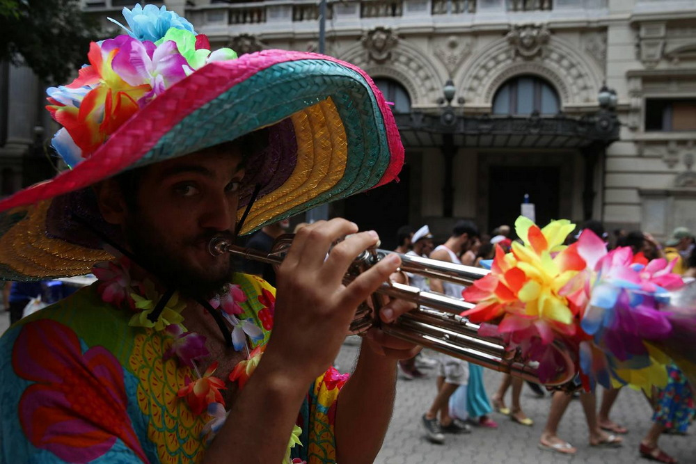 Праздничная атмосфера приближающегося карнавала