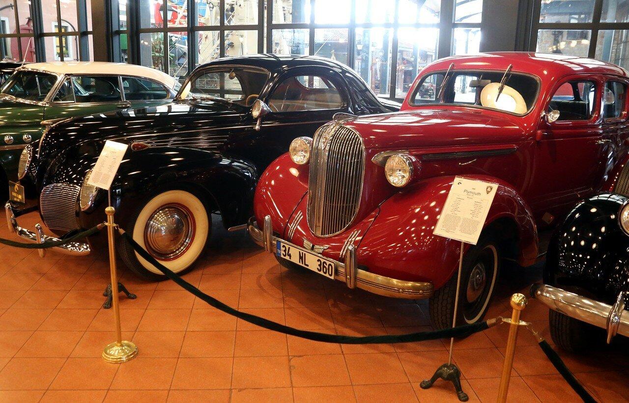 Стамбул. Музей Рахими Коча. Lincoln Zephyr Coupe 1938, Plymouth P6 Sedan 1938