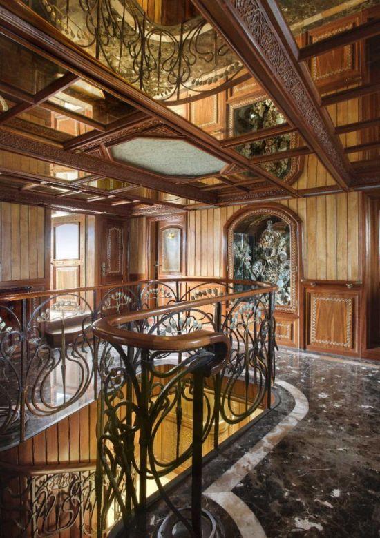 8. Эта роскошная лестница является одной из самых интересных особенностей суперъяхты.