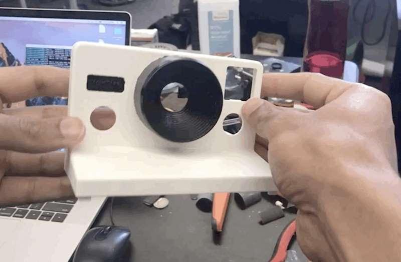 Новая жизнь моментальной фотографии: программист создал Polaroid, который печатает гифки