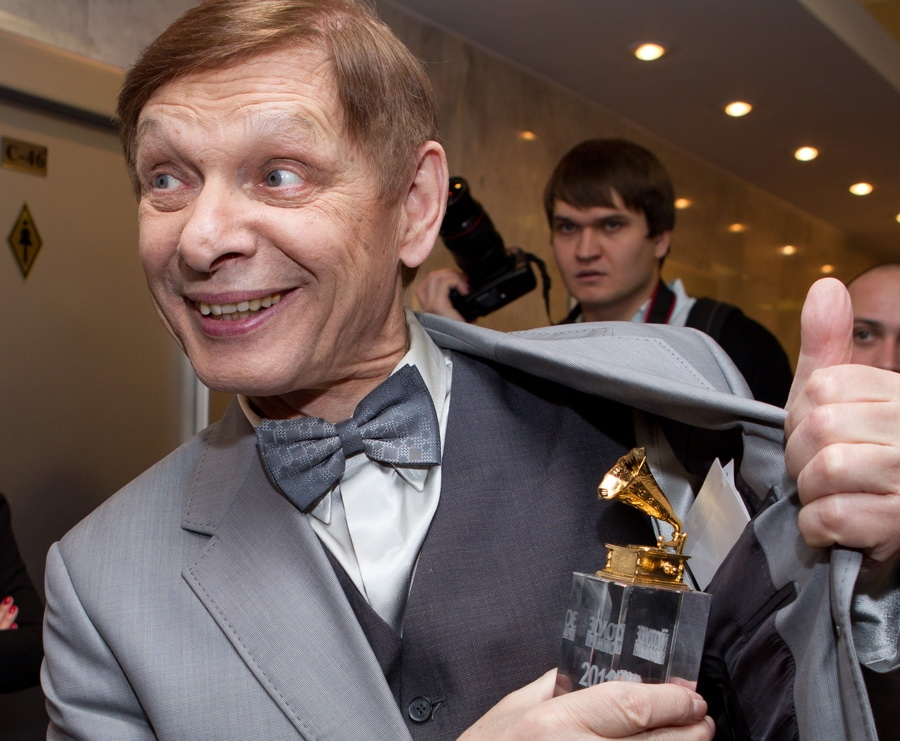 Эдуарда Хиля похоронили 7 июня 2012 года на Смоленском кладбище в Санкт-Петербурге.