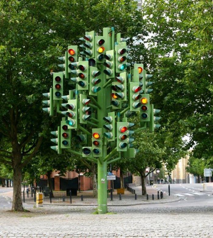 Это не просто висящий мужчина, а сам Зигмунд Фрейд. Прага, Чехия