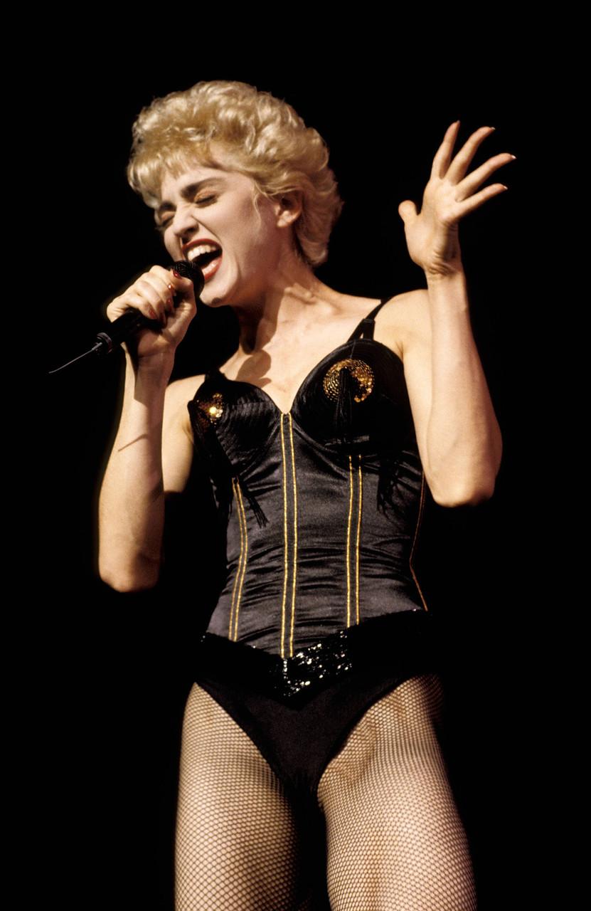 В 1987 году певица Мадонна снялась в фильме «Кто эта девчонка?». Фильм провалился в прокате, а New Y