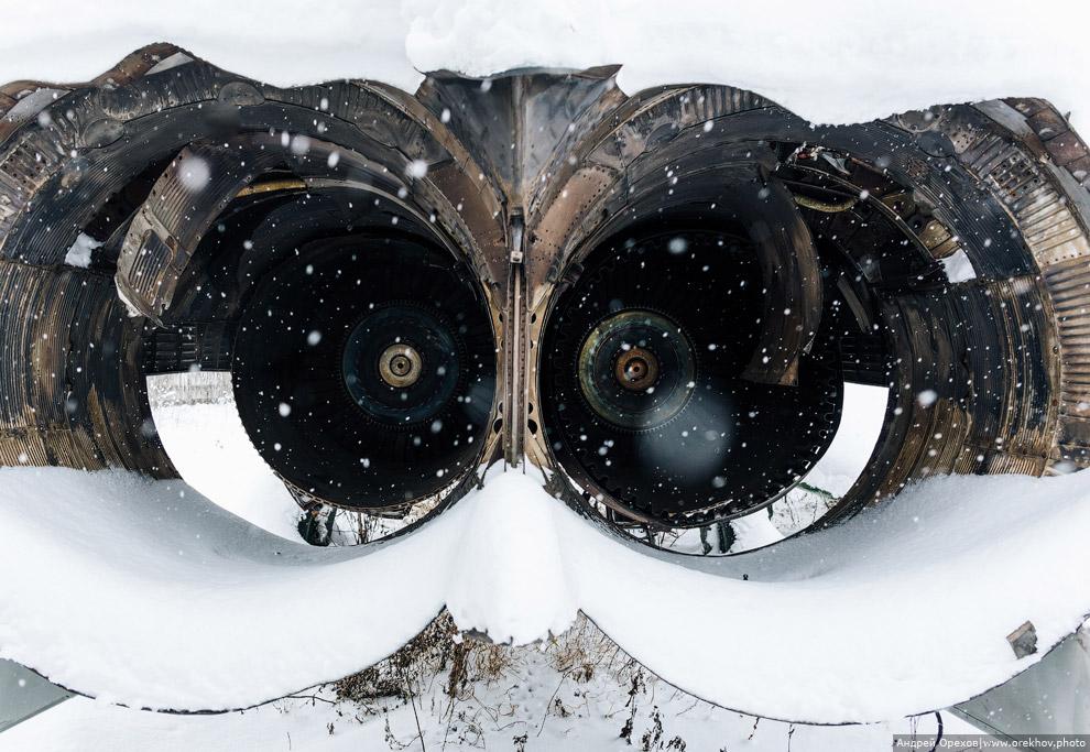 Спящие в снегу: самолеты из музея авиации в Монино
