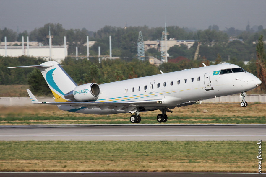 Bombardier_CL-600_Challenger_850_UP-C8502_Khozu-Avia_8_ALA.JPG