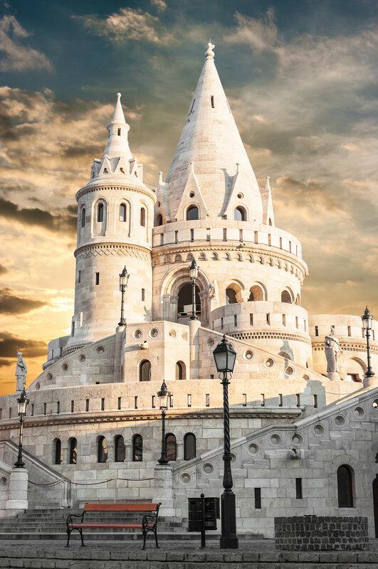 Старая башня Рыбацкого бастиона в Будапеште, Венгрия