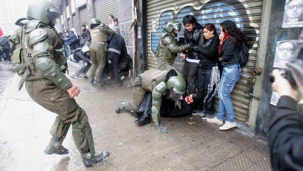 201206-11_06-43-Акция противников Пиночета переросла в беспорядки в Чили