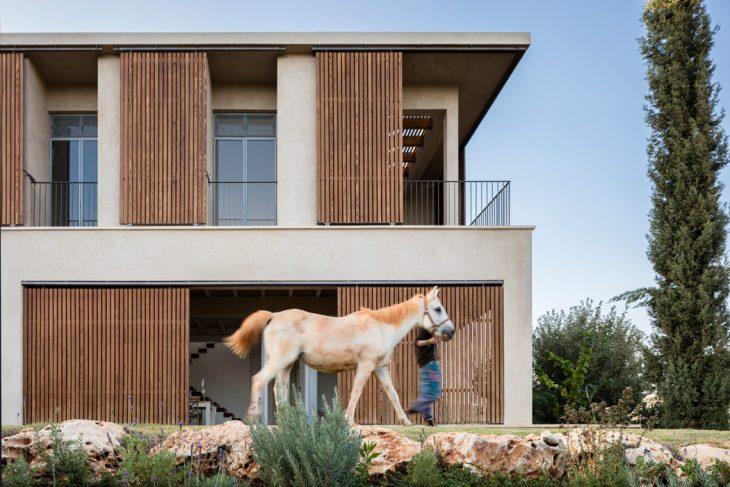 Tel-Aviv based practice  Golany Architects  designed this stunninh modern residence l