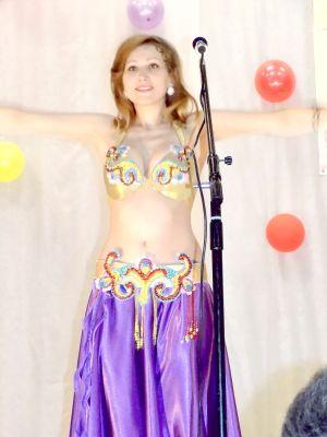 Ирина, глухонемая от рождения, исполняет танец живота