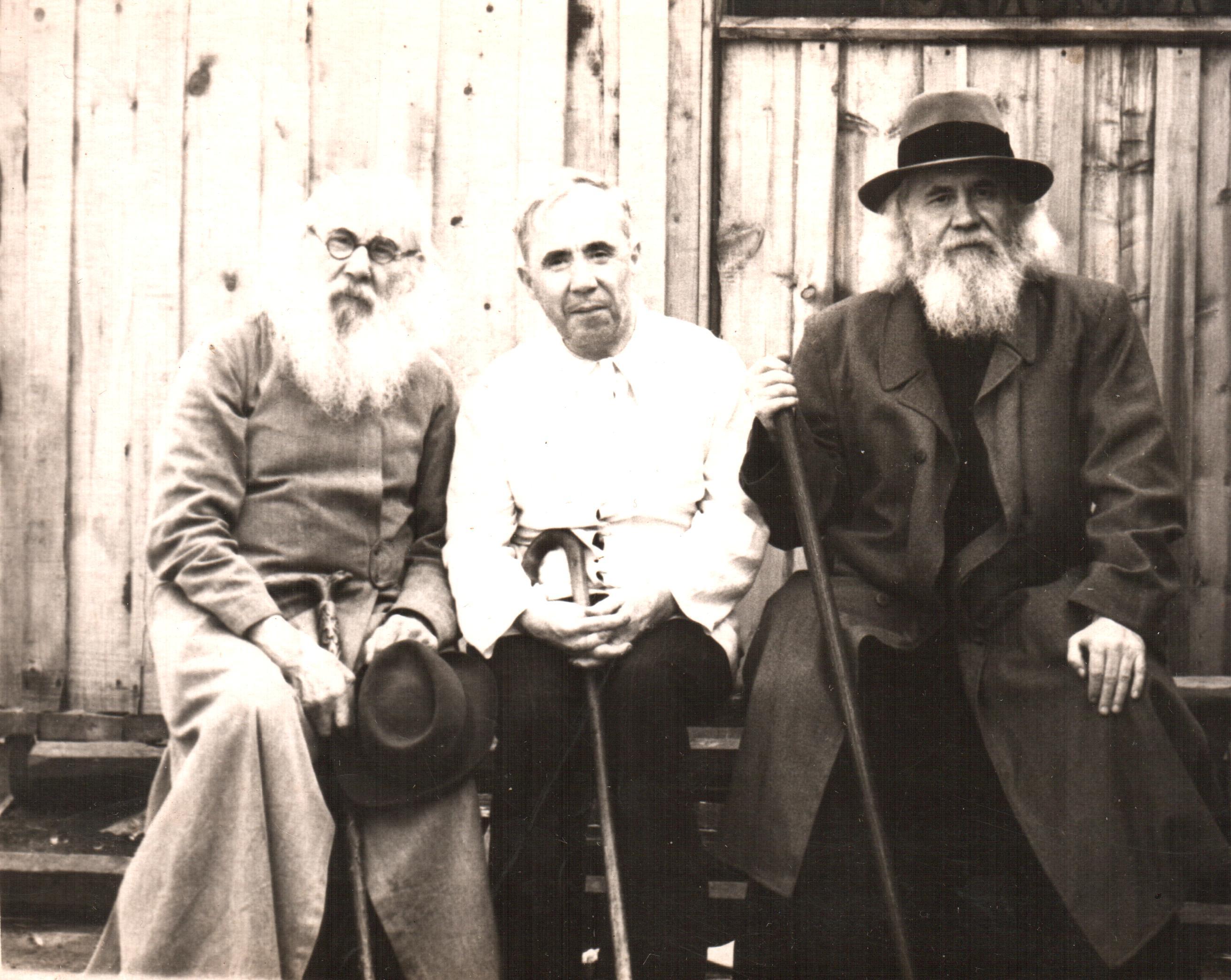 Архиепископ Иоанн с братом и их отец протоиерей Филипп Лавринский