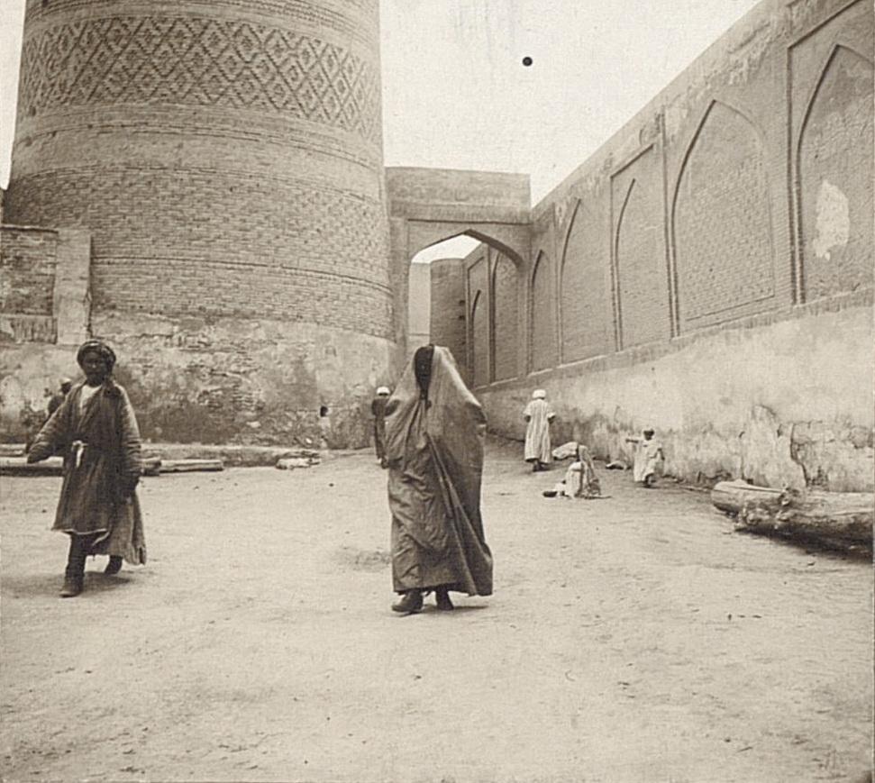 Улица у соборной мечети Калян