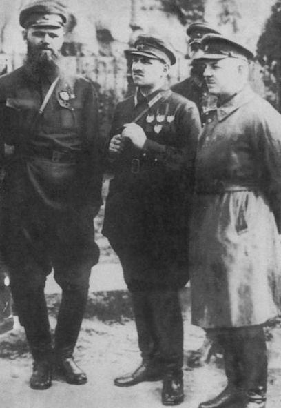 19280900-dybenko_bljukher_voroshilov_kiev.jpg