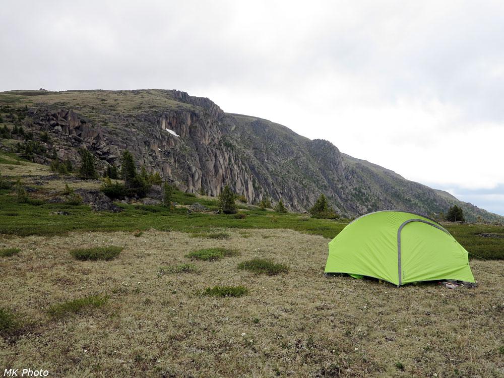Палатка над озером