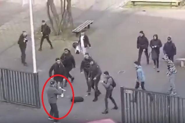 ВНидерландах студенты прогнали мужчину с двумя ножами изколледжа