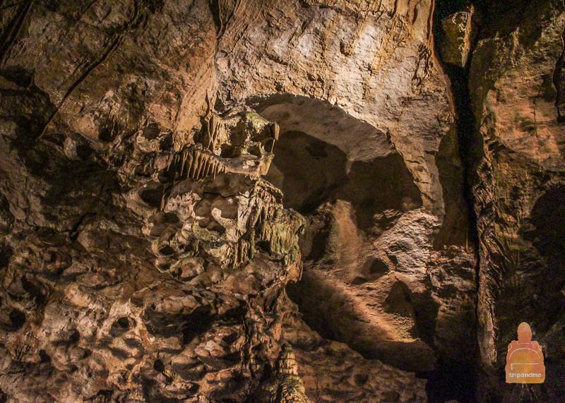 Стены Палвелди покрыты сталактитами