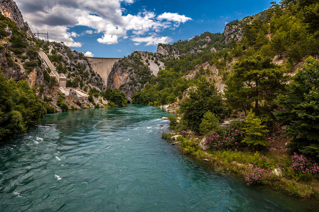 Плотина на реке Манавгат...