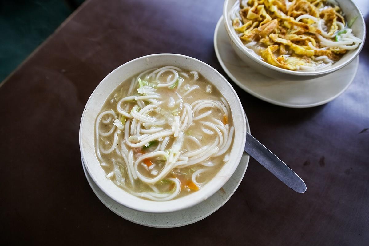 13. Еще одним очень популярным блюдом являются супы — тхукпа и тхентук, которые отличаются формой ла